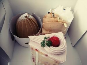 ケーキを4つ買いました