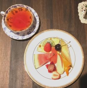 フルーツ盛り合わせと紅茶のセット
