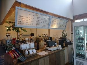 コーヒーやラテなどのカフェメニューがあります
