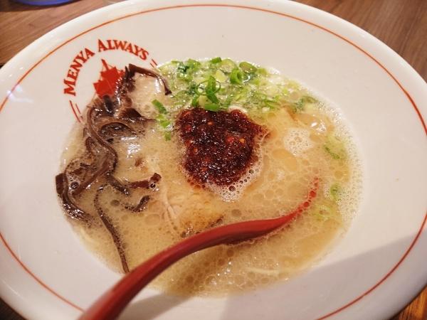 辛だれ豚骨ラーメン(690円)
