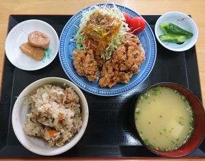 唐揚げ定食とりめしセット(710円)