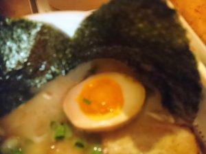 トッピングの煮卵と海苔