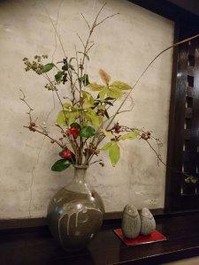季節の植物がセンス良く活けてありました