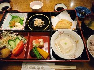 桜コース(1500円)の松花堂弁当