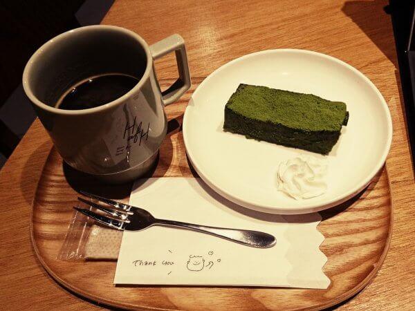 抹茶テリーヌとホットコーヒー