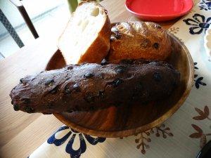 チョコレート生地のパンや食パンもあります