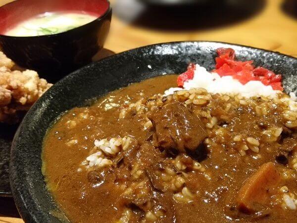 特製ビーフカレー定食(800円)