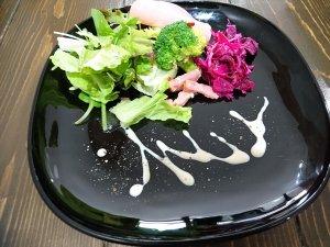 サラダとイタリアン前菜の盛り合わせ