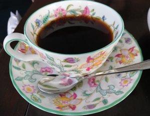 可愛らしい花柄のコーヒーカップ