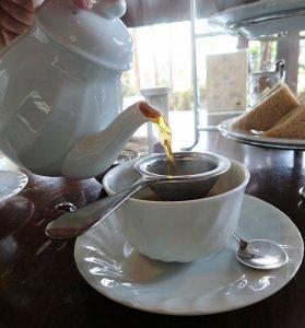 アフタヌーンティーセットにつく紅茶