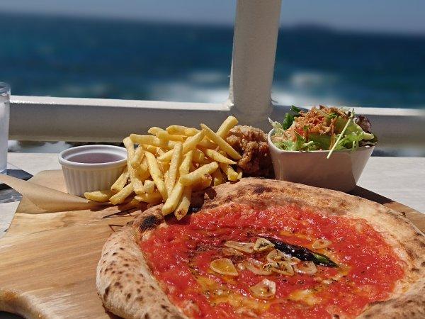 人気のピザ「マリナーラ」が食べられるピッツアプレート(1530円)