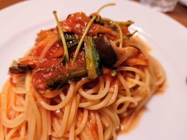 野菜のトマトソースパスタ