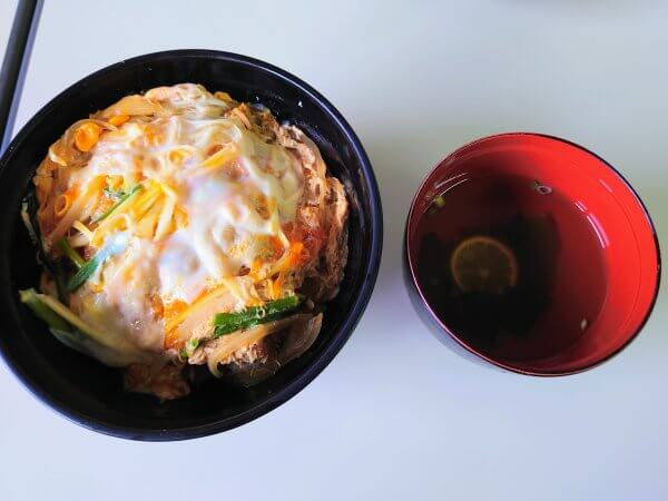カツ丼(720円)