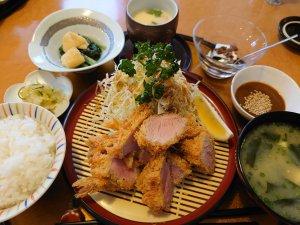 白金豚の上ヒレカツ定食(2000円)