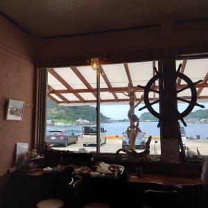 窓からは野母崎漁港が見えます
